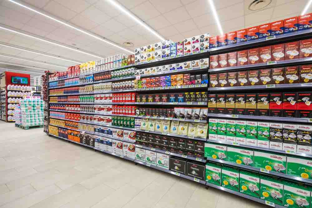 Retail shelf with products for innovative visual search